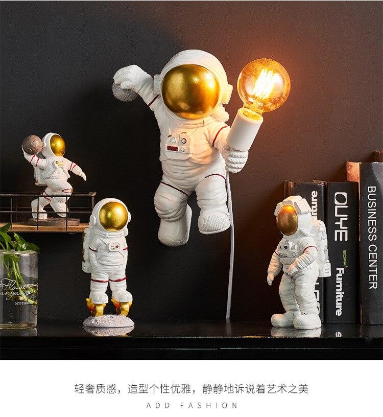 مصباح جداري بتصميم ما بعد الحداثة رائد فضاء ، ديكور شمالي ، قابل لإعادة الشحن ، سطح مكتب ، صبي