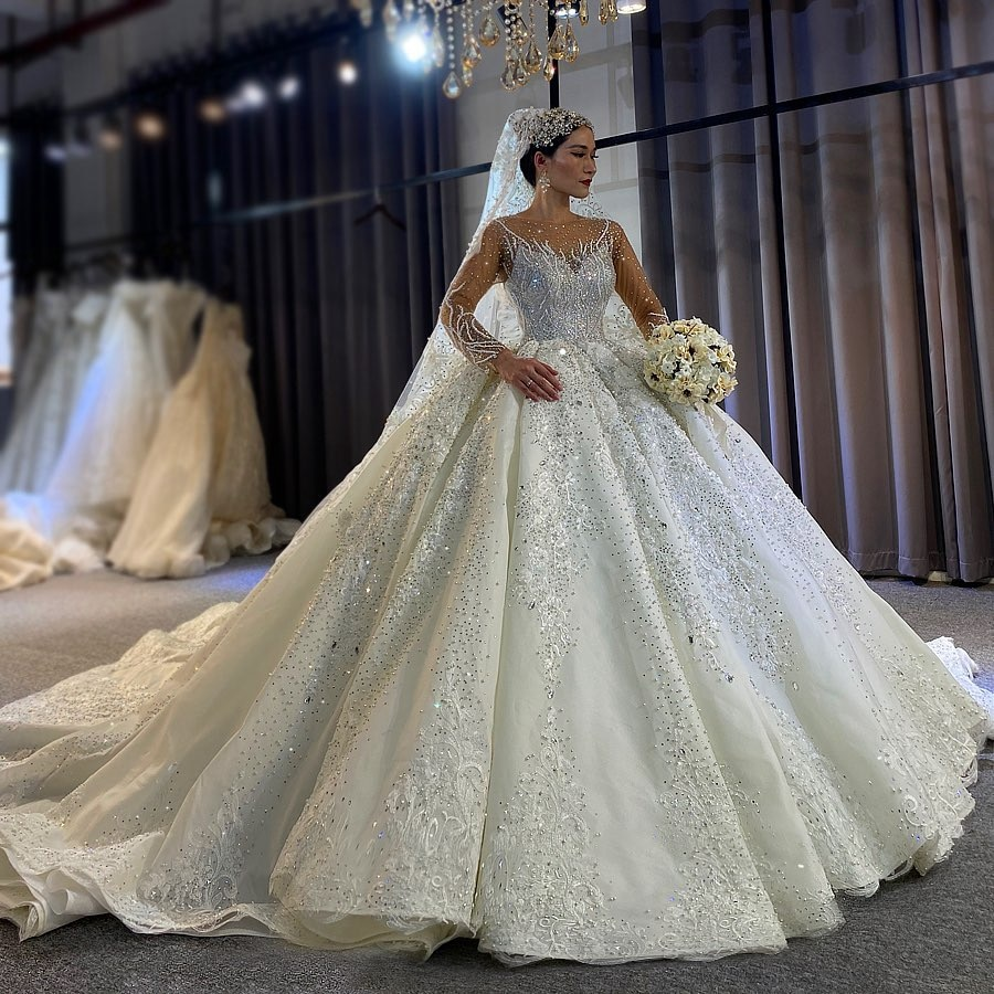 luxury long tail satin red bling ball gown wedding dresses newest sexy designer bridal wedding gowns with sleeves Luxury Beaded Bridal Wedding Dresses Full Sleeves Ball Gown Bridal Wedding Gowns Appliques Lace With Train Dubai