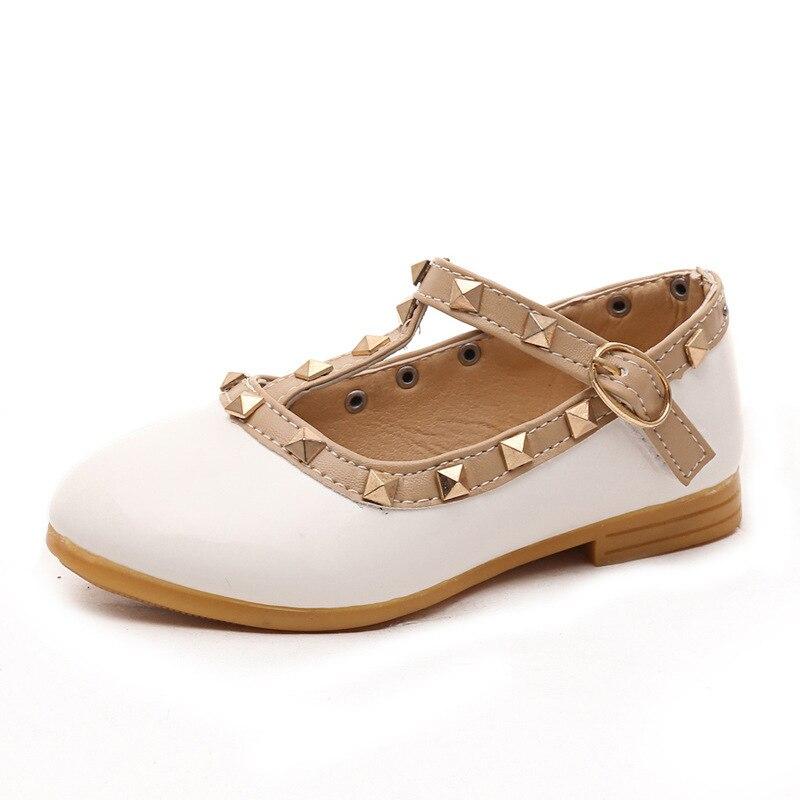 Nuevas sandalias para niñas, zapatos de cuero para niños, zapatillas de ocio con remaches, zapatos de baile de princesa para niñas