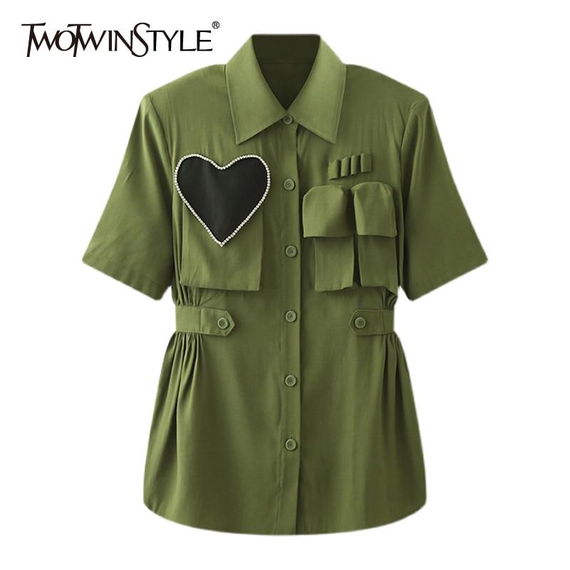 TWOTWINSTYLE الأخضر المرقعة الماس قميص للنساء التلبيب كم قصير واحدة الصدر Ruched تونك البلوزات الإناث الصيف 2021