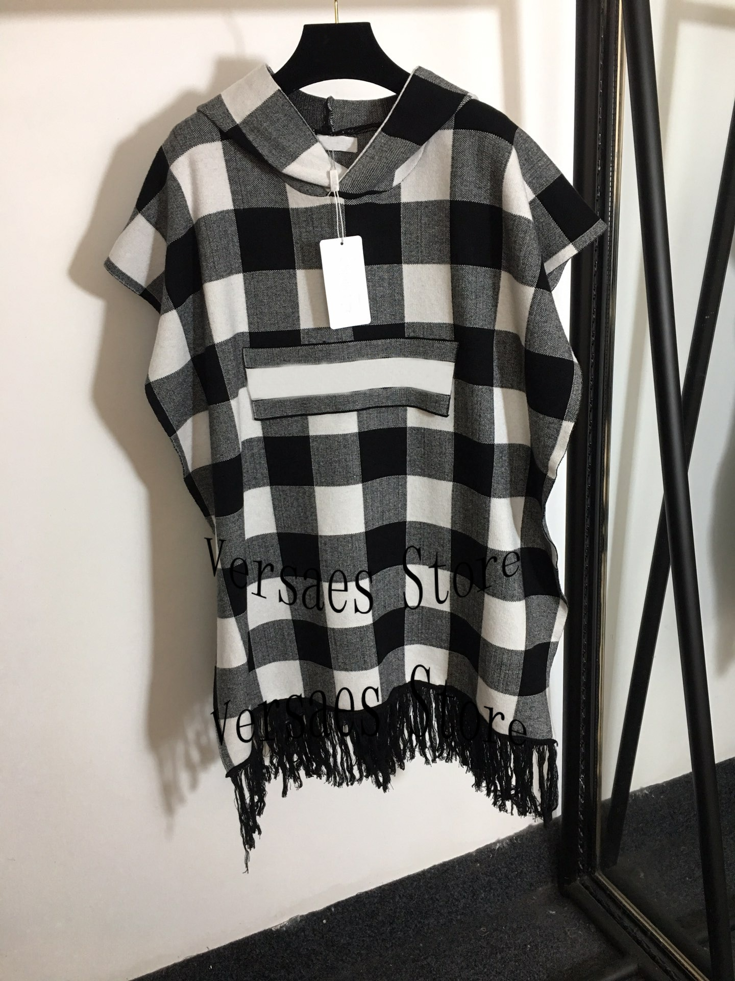 2021 luxury design color contrast Plaid women's fashion sleeveless hooded top temperament slim fringed Cape Cape long coat enlarge