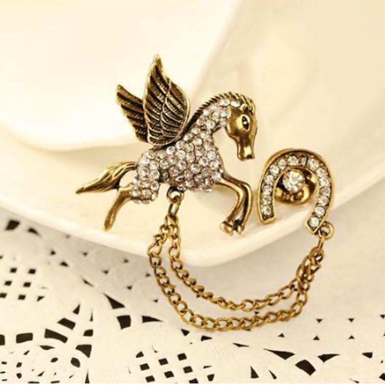 Novo masculino de metal pegasus broche borla lapela pino emblema retro cavalo camisa broches jóias luxo pinos emblema acessórios femininos
