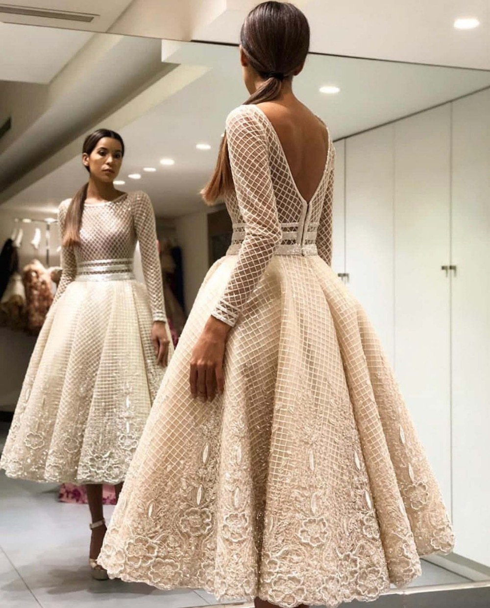 Elegant Bige Color Unique Lace Cocktail Dresses Full Sleeves V-Back Tea-Length Prom Gowns Robe De Soiree Champagne Party Dresses