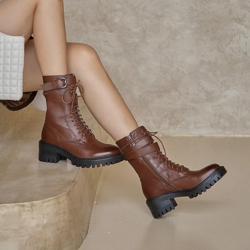 Primavera y otoño 2020 nuevas de cuero hebilla de cinturón versátil cuero grueso botas con cordones botas de las mujeres de moda Martin botas X498