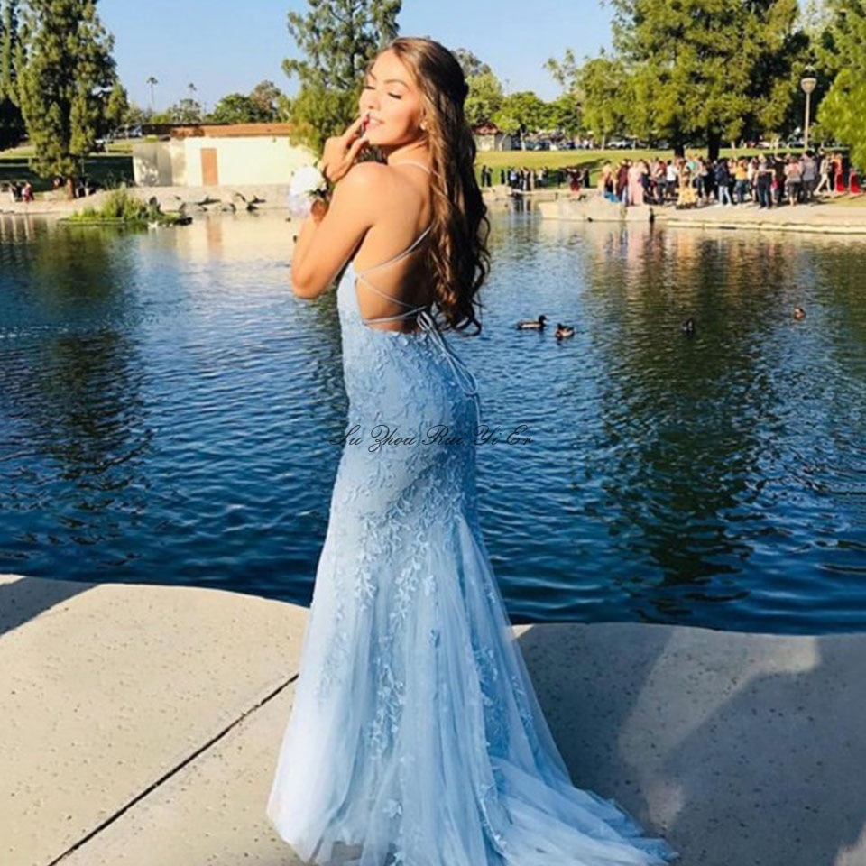 Luz azul macio tule vestidos de baile 2020 applique elegante cinta de espaguete formal vestido de noite trem varredura corset volta vestido de festa