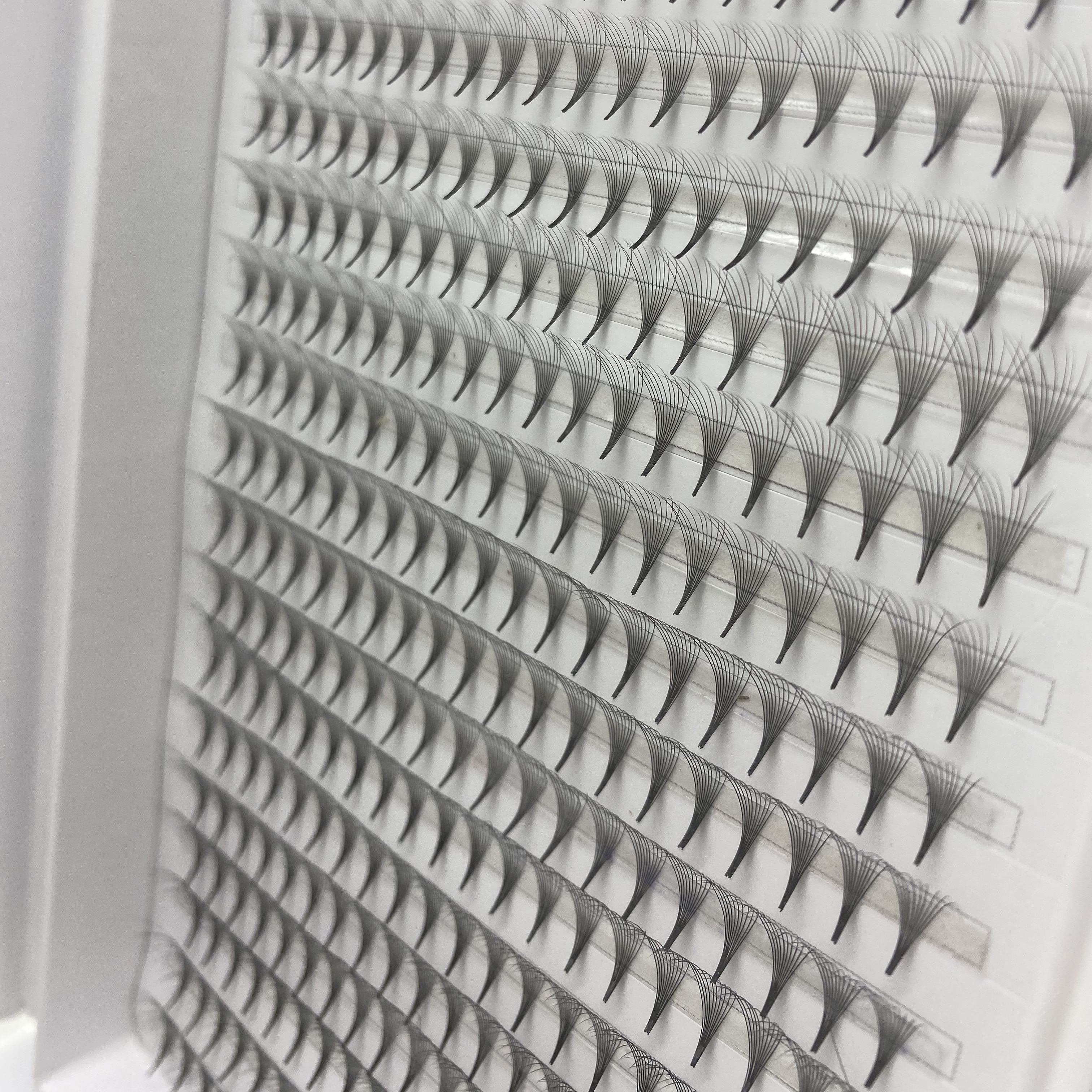 400 fans 20 lines mix length Premade Russian Volume Fans 10D Premade Eyelash Extensions Supplies  customizable label