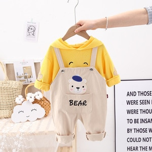 Весна Новый стиль От 0 до 5 лет в Корейском стиле, повседневный Детский костюм с медведем из мультфильма, Детский свитер с воротником под горло для девочек + комбинезон, 2 предмета в комплекте, комплекты