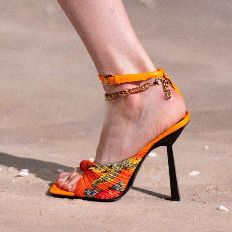 جديد جلد الغنم المرأة الصنادل 2021 الصيف موضة مثير خنجر كعب سلسلة معدنية مطبوعة أحذية النساء البرتقال الأخضر حجم كبير 35-44