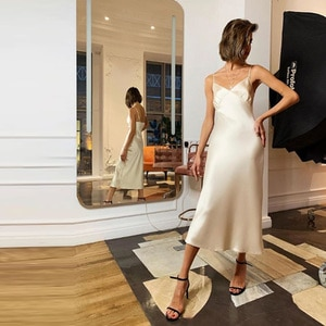 Женское длинное атласное платье на бретельках, черное, розовое, синее шелковое платье с открытой спиной и V-образным вырезом, однотонное прямое платье, лето 2021