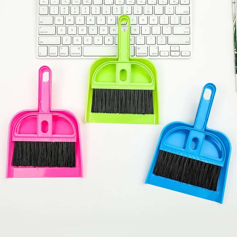 Купить с кэшбэком free delivery Mini Desktop Sweep Cleaning Brush table Small Broom multi-function can be hanging desk Dustpan Set 2020 The New