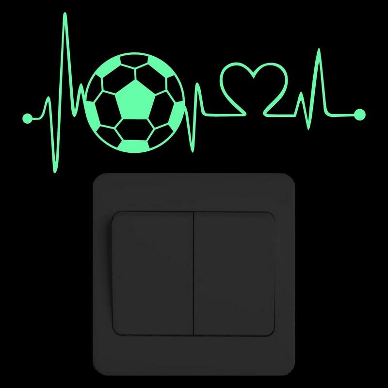 Pegatina de pared de latido del corazón de fútbol, pegatina brillante de interruptor de fútbol para niños, dormitorio para niños, decoración DIY, calcomanía luminosa para decoración del hogar