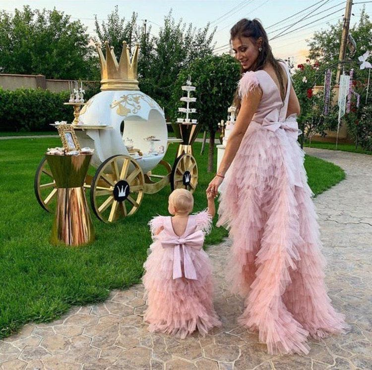 Pink Tiered Mother Daughter Dresses Gowns Pink Feather Sleeve Mom Kid Photography Dresses Celebration Birthday Dresses Custom enlarge
