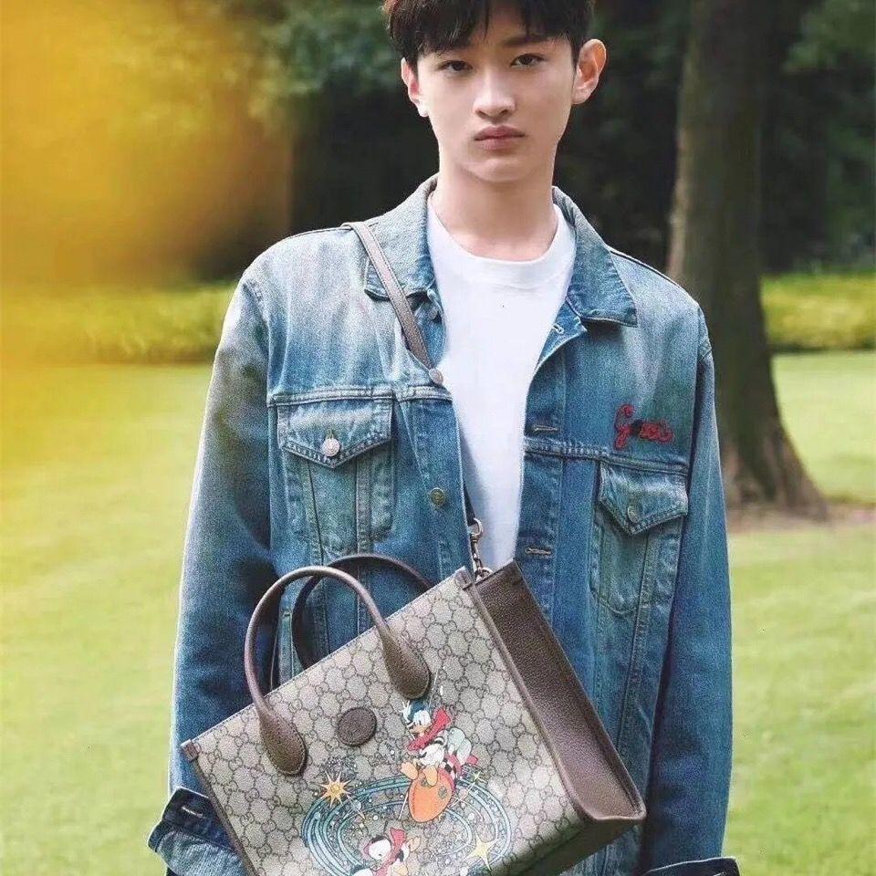 Disney 2021 New Donald Duck Print Tote Bag Large Capacity Shopping Bag Unisex Cartoon Handbag Messenger Bag enlarge