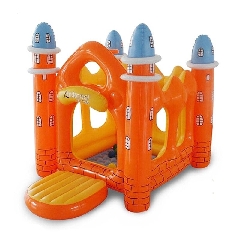 Los niños de juguete del patio interior al aire libre Infantil castillo...