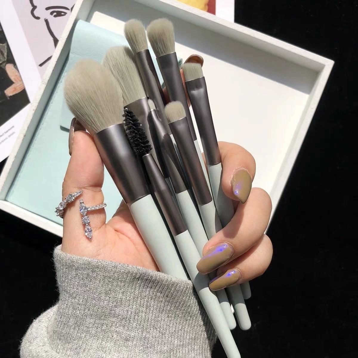 8pcs Mini Matte Makeup Brushes Set Wooden Handle Eyeshadow Eyebrow Foundation Blush Loose powder Lip