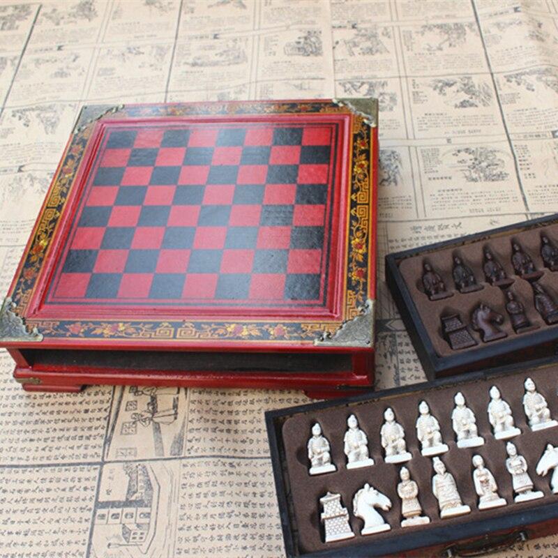 Nuevo ajedrez de madera chino Retro terracota Guerrero ajedrez madera hacer viejo tallado resina Chessman Navidad cumpleaños regalo Premium
