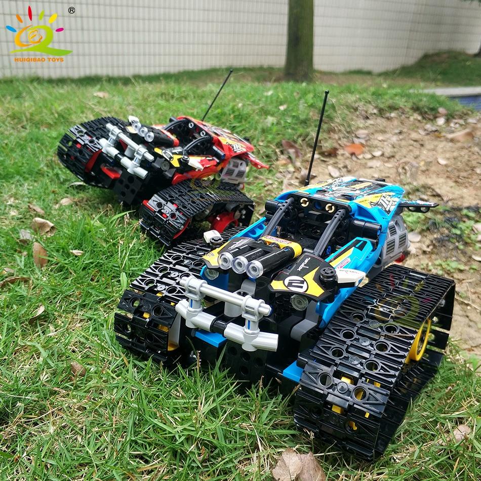 Купить с кэшбэком HUIQIBAO 391Pcs Crawler Track-laying Vehicle APP Remote Control Building Blocks Technical RC Racing Movable Bricks Car Toys Kid