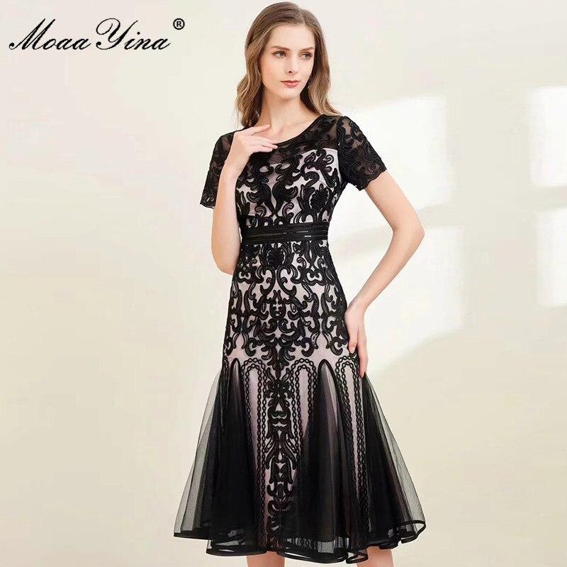 MoaaYina مصمم أزياء الصيف فستان شبكة سوداء المرأة س الرقبة قصيرة الأكمام المطرزة خمر فستان حفلة ميدي Vestidos