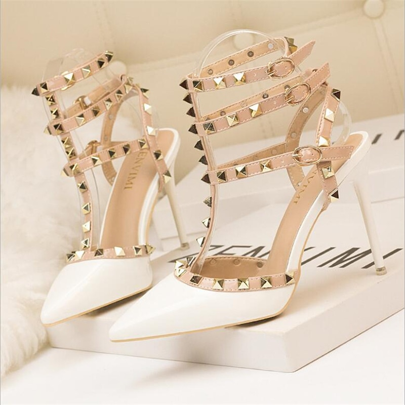 Zapatos de tacón alto para mujer, zapatos de fiesta a la moda, remaches sexis para niñas, zapatos de punta estrecha con hebilla, zapatos de plataforma, zapatos de boda, negro y blanco