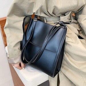 Small Handbag Purses for Women 2021 Retro Luxury Design Winter Trends Brand Travel Classical Simple Solid Color Shoulder Bag