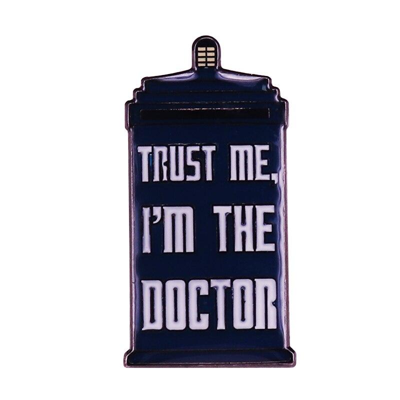 Es La máquina de tiempo favorita de todos, el broche de la solapa de la tardis, ¡para recoger todas las cosas, Doctor Who!
