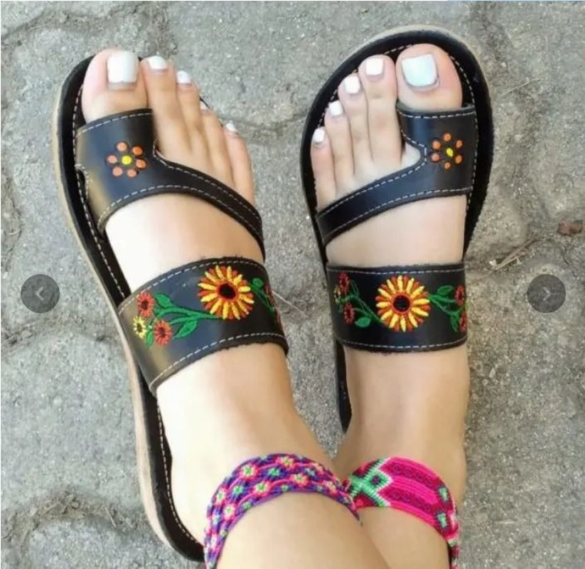AliExpress - 2021 Women Fashion Sunflower Embroidered Comfortable Flip Flops Summer Hot Woman Shoes Fashion Sliedes 1kb150