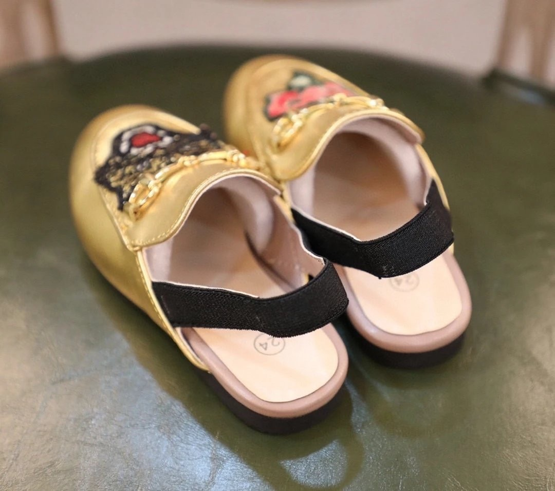 Girls' horse buckle, half slippers, women's leather Muller shoes, one foot, no back heel, lazy shoes embroidery shoes Various enlarge