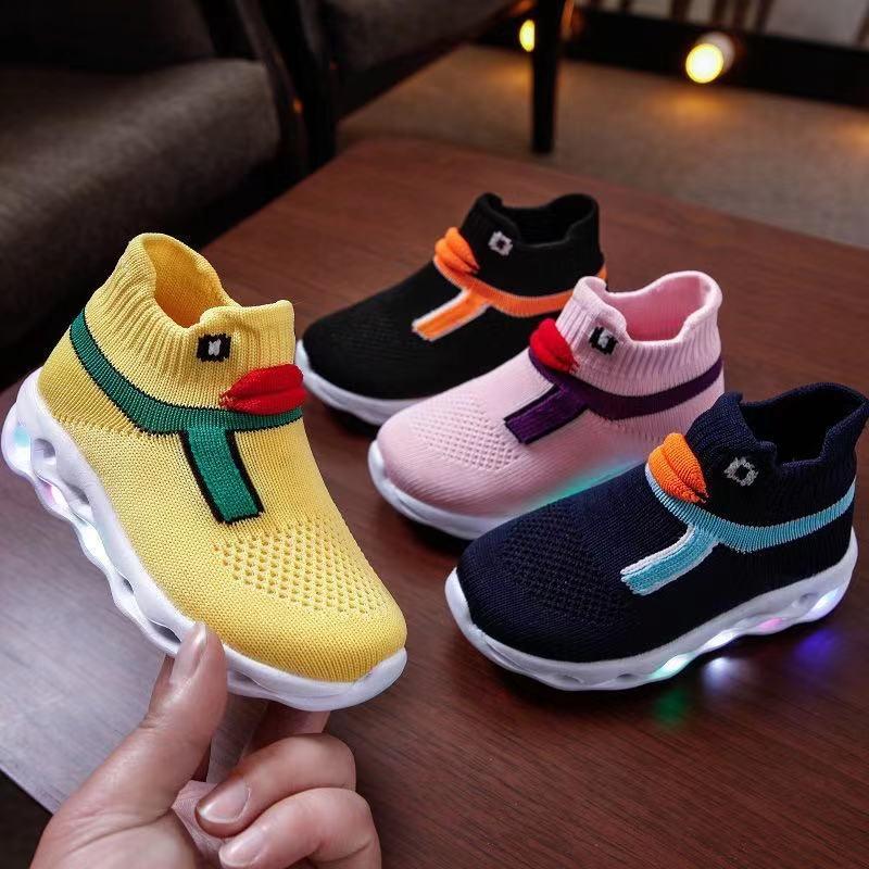 2021 الصيف الأطفال جديد تنفس تحلق المنسوجة أحذية رياضية الفتيان والفتيات لطيف بطة مصباح LED متوهج أضواء الجوارب الاطفال الأحذية CS127