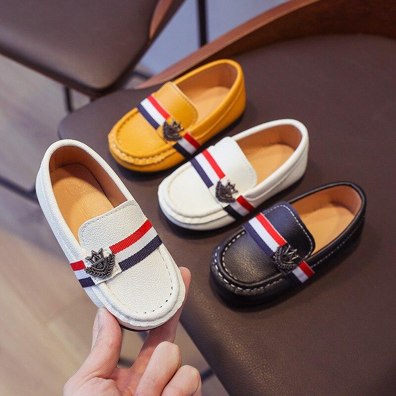Крутые модные туфли для мальчиков 2021, крутые кожаные высококачественные детские мягкие удобные мягкие кроссовки без шнуровки на плоской по...