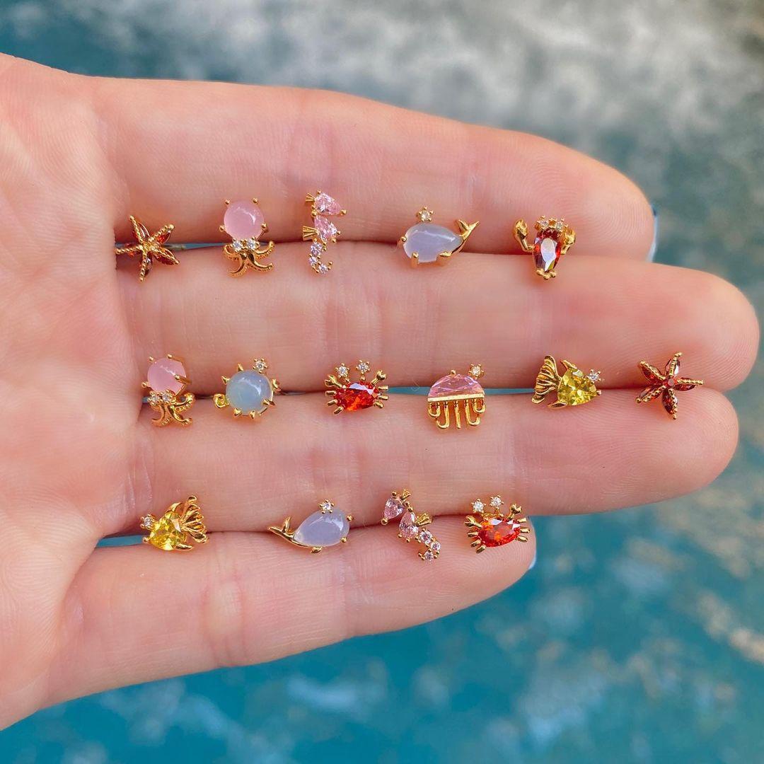 Маленькие-серьги-гвоздики-в-виде-животных-ювелирные-изделия-из-18-каратного-золота-с-разноцветными-фианитами