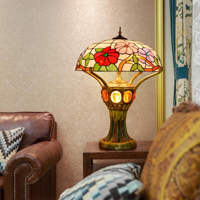 Lámpara de mesa para sala de estar grande de estilo europeo del Norte Rojo Retro original con BARRA DE VIDRIO de colores tiffan min