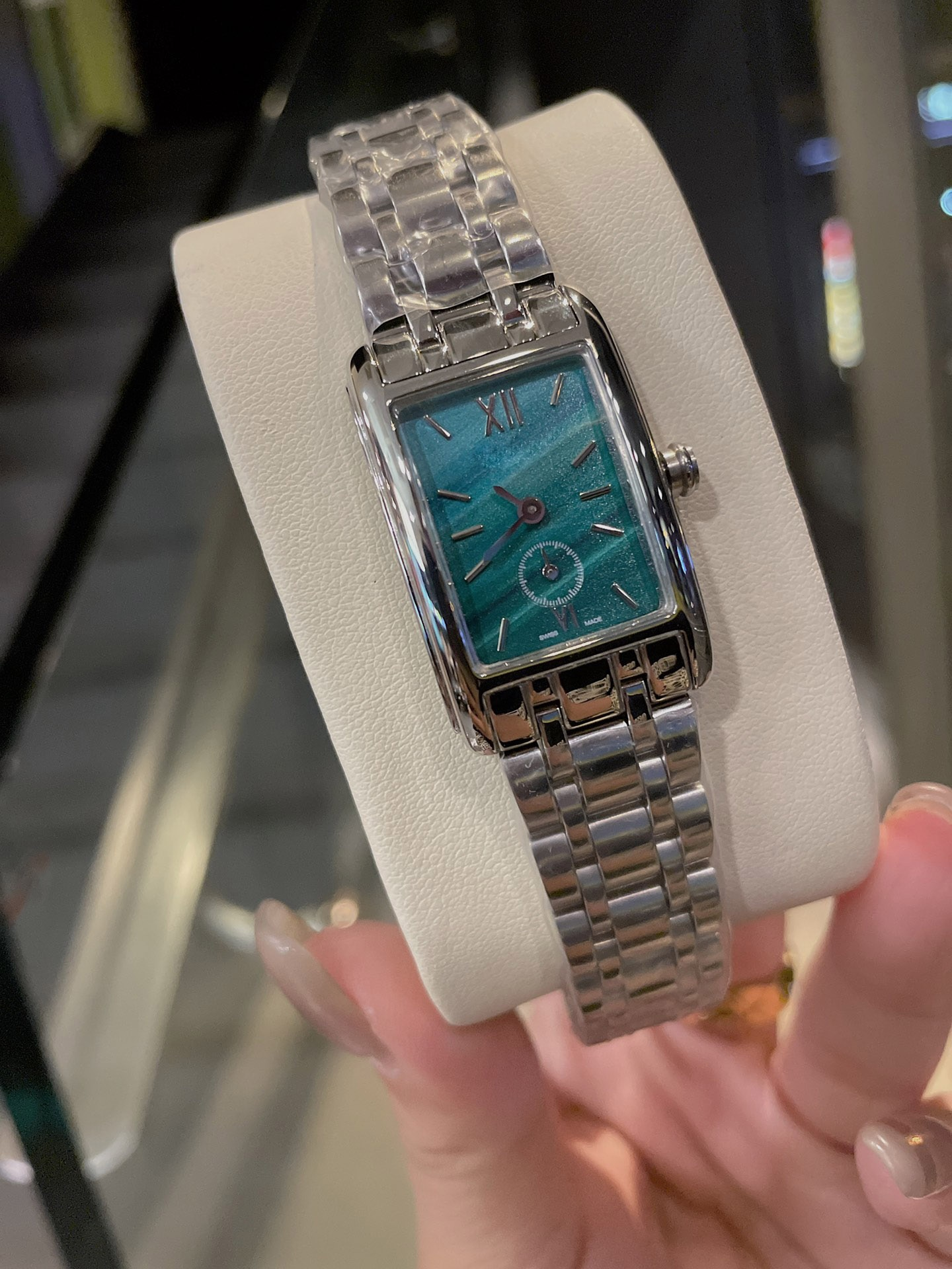 Brand, luxury ladies watches, replica fashion watches, casual dress ladies steel strap watches, banquets, gifts for girls enlarge