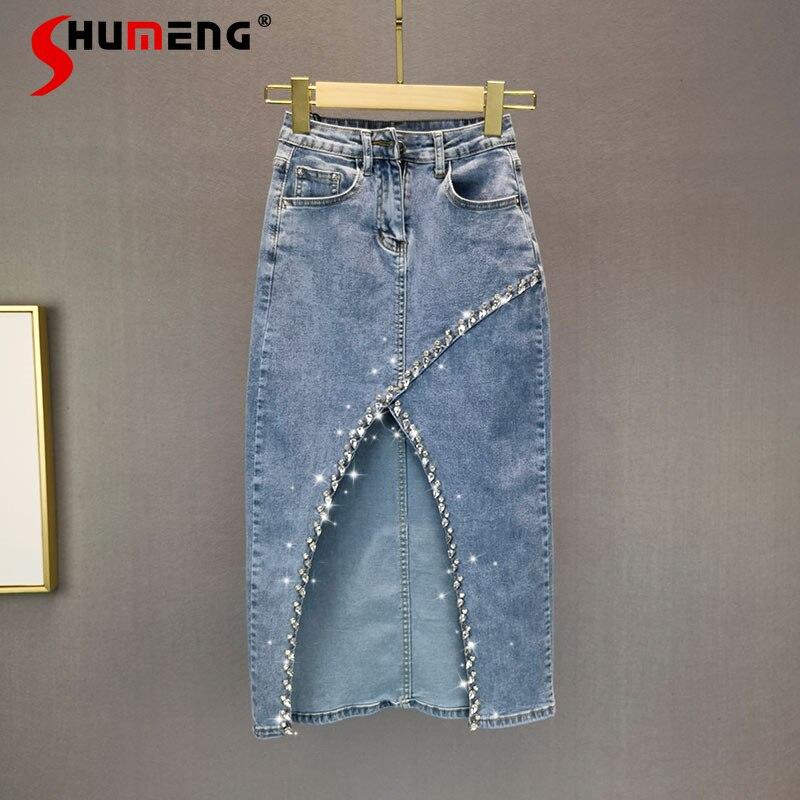 تنورة جينز للسيدات بتصميم أوروبي للربيع والصيف بتصميم مجزأ ومرصعة بالألماس موديل 2021 تنورة جينز بتصميم جديد بخصر عالٍ تنحيف متوسط الطول