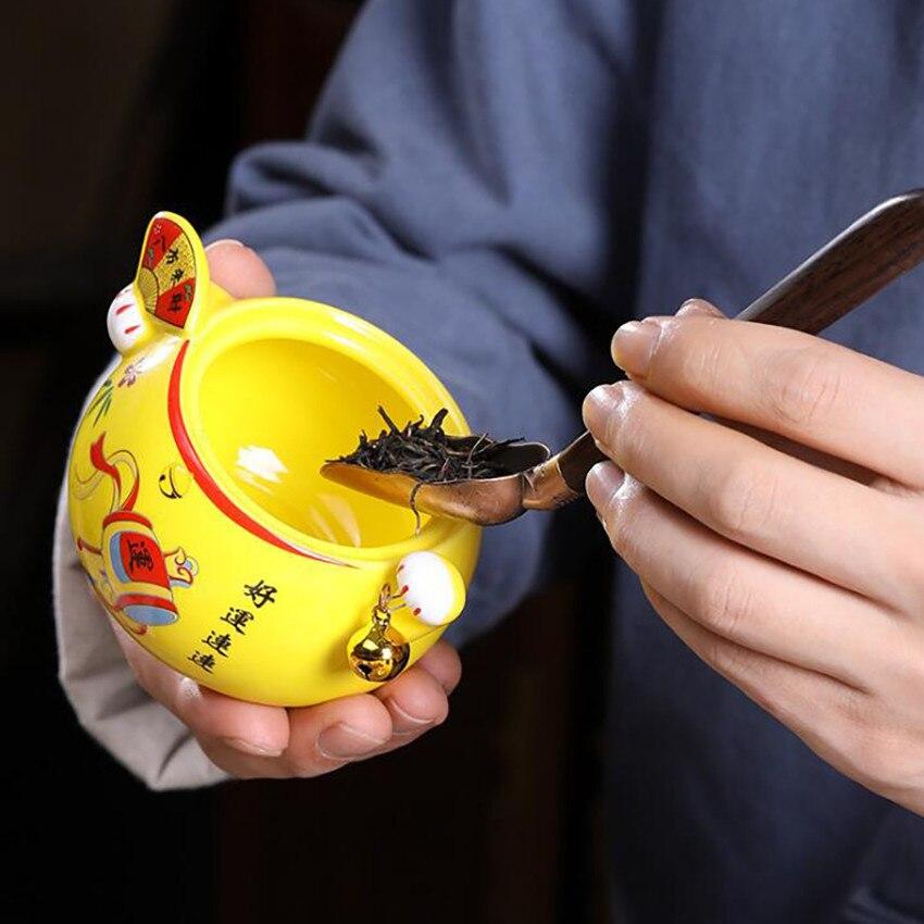 Купить с кэшбэком 1PC Lucky Cat Tea Can With Lid Ceramic Sealed Jars Storage Tea Pot Portable Moisture-proof Mini Tea Storage Tank Ornaments Gift