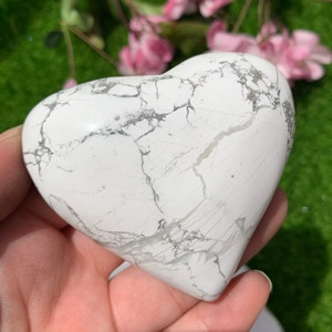 High Quality Howlite Heart Healing Crystal Stone Reiki Energy Mineral For Home Decor