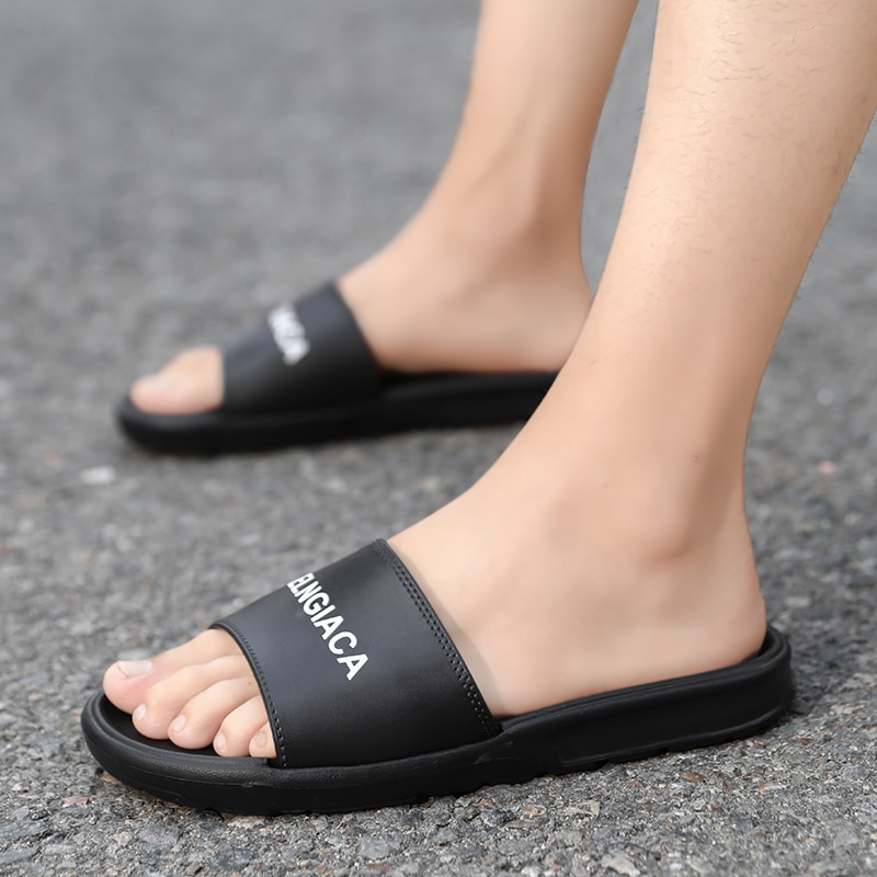 New Arrival Summer Outdoor Walking Shoes Men Non-Slip Lightweight Cosy Flip Flos Men Slippers Zapatillas Chinelo Masculino