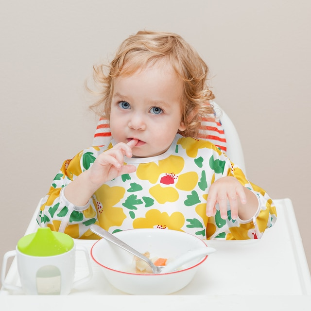 Baby Bibs Waterproof Long Sleeve Infant Feeding Bib with Pocket Cute Cartoon Apron Kids Burp Cloth Unisex Baby Stuff Fashion Bib 2