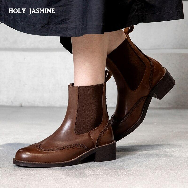 2021 الخريف جديد ريال جلد تشيلسي الأحذية الرجعية منحوتة النساء الأحذية جولة تو حذاء من الجلد النمط البريطاني قصيرة أحذية حريمي برقبة