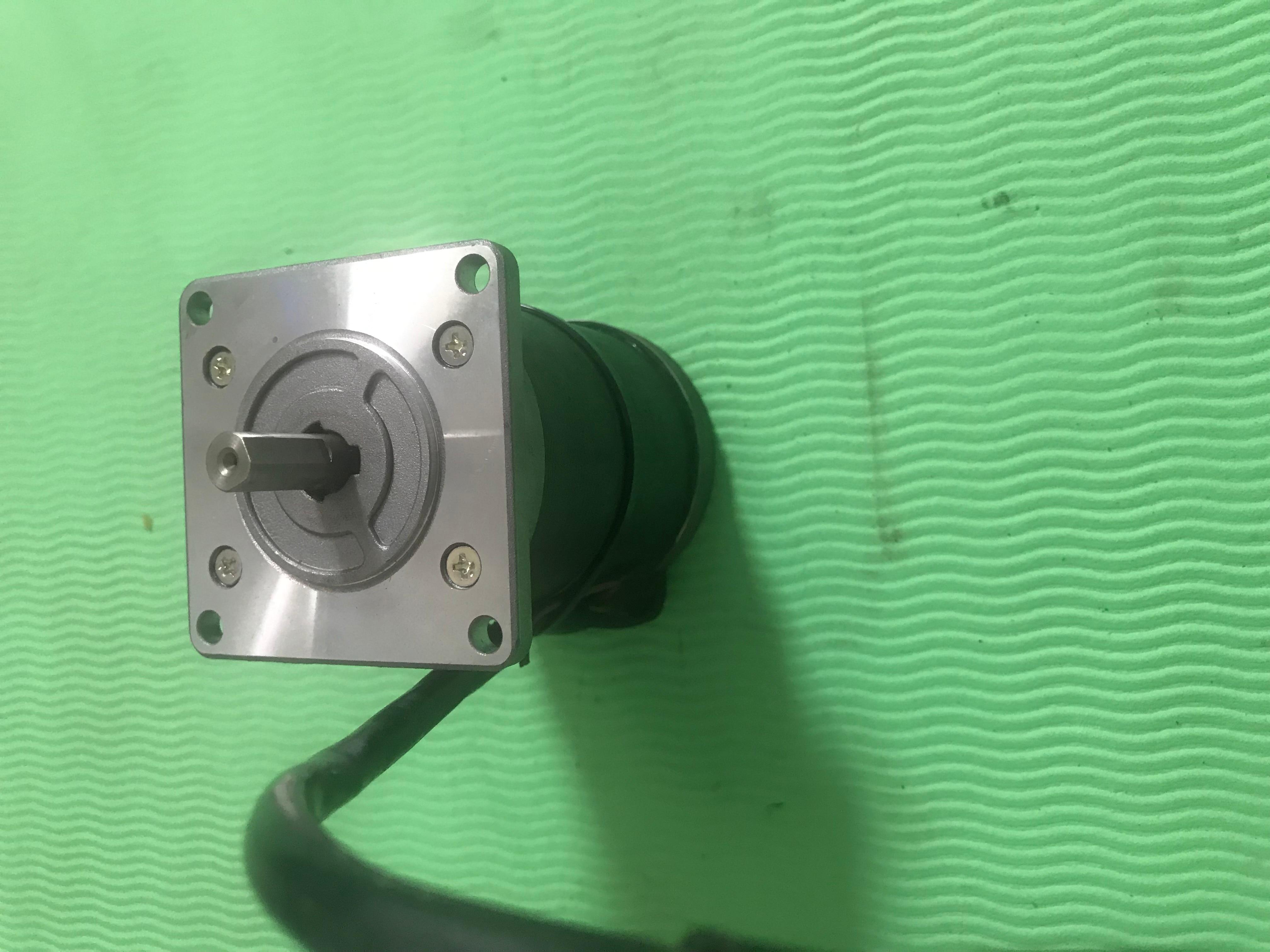محرك سيرفو 103H7523-7054, مستعمل ، مظهر جديد 90% ، اختبار البضائع ، شحن مجاني