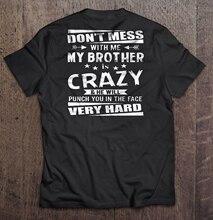 Los hombres T camisa no meterse con mi hermano es una locura y que un puñetazo en la cara muy difícil de las mujeres camiseta