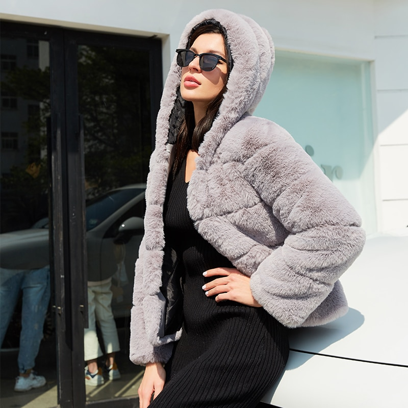 Fashion High Quality Furry Faux Fur Coats and Women with Hooded Winter Elegant Thick Warm Outerwear Fake Fur Jacket