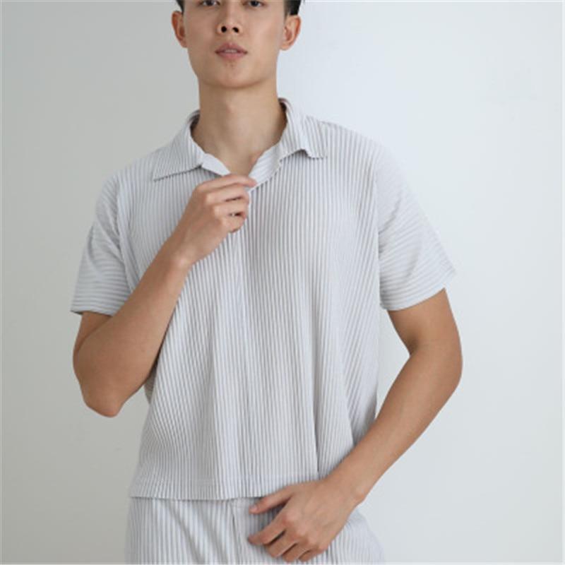Miyake أضعاف الرجال الصيف قميص الرجال التلبيب قصيرة الأكمام موضة الاتجاه البلوز تي شيرت الرجال قميص بولو الرياضة الرجال