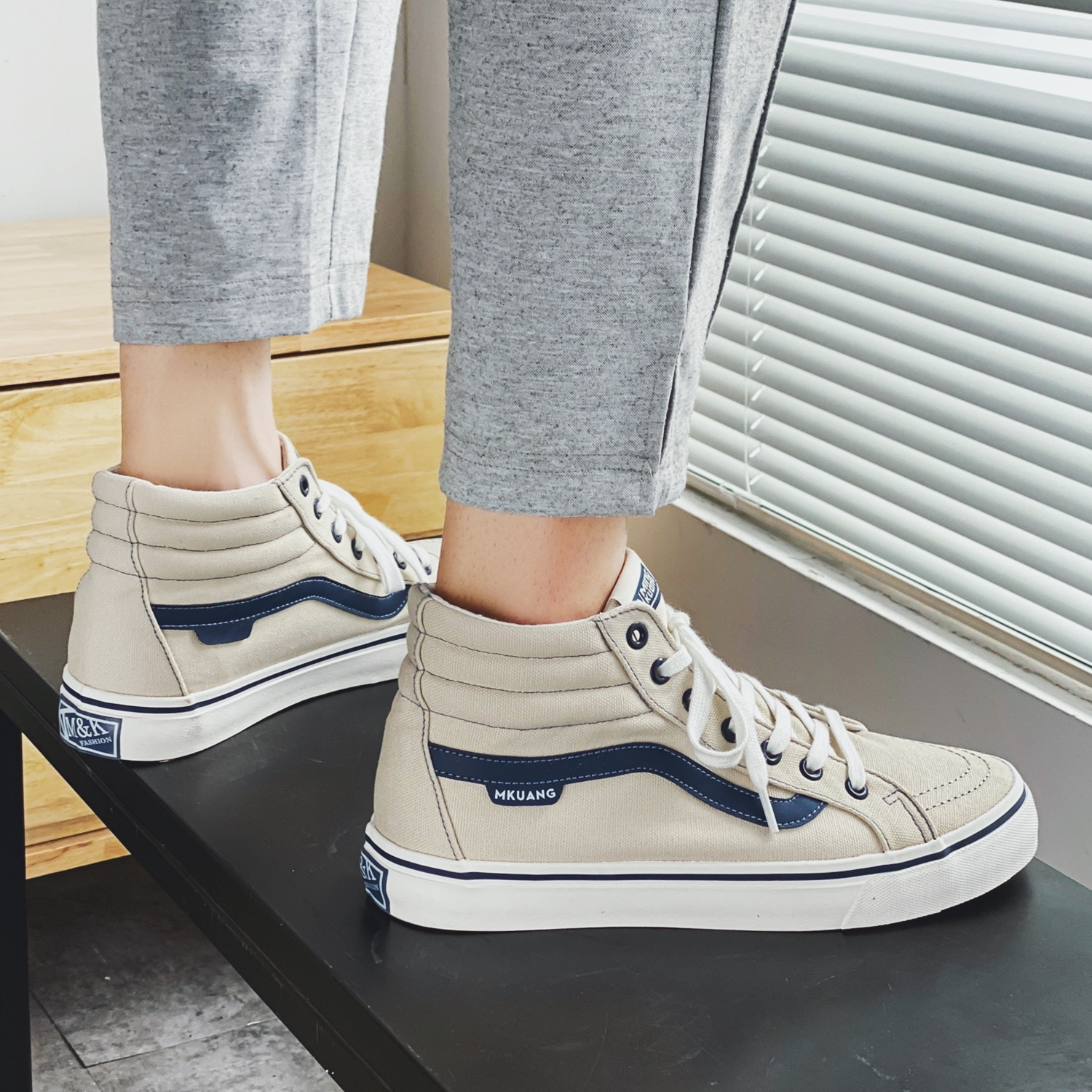 New trendy brand shoes high-top canvas shoes Korean version of the trend simple and versatile shoes