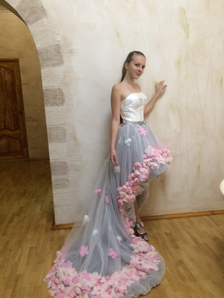 Купить с кэшбэком 2021 Flowers Prom Dresses Short Front Long Back Evening Gown Gray Organza Fashion Party Formal Gown for Graduation