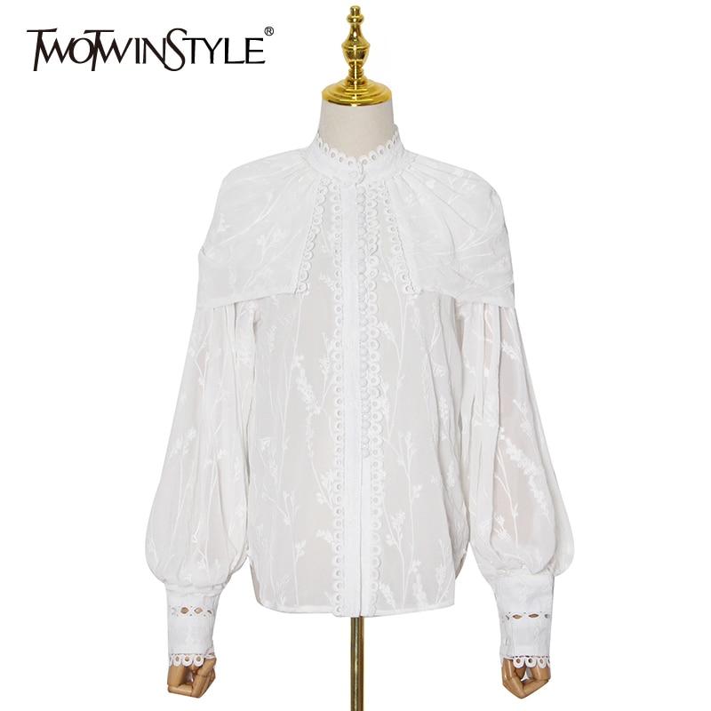 TWOTWINSTYLE خليط الدانتيل التطريز الأبيض قميص للنساء الوقوف طوق فانوس الأكمام عارضة أنيقة بلوزة الإناث 2020 الخريف