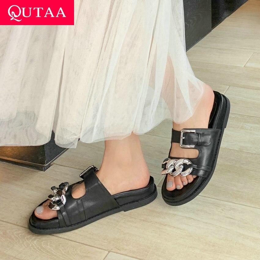 QUTAA 2021 زخرفة المعادن كعب مسطح النساء الشرائح مشبك عادي الانزلاق على الصنادل جلد طبيعي المفتوحة تو أحذية نسائية Size34-40