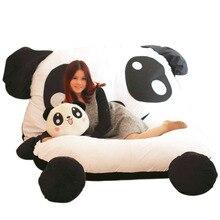 Милая плюшевая кровать с большой пандой