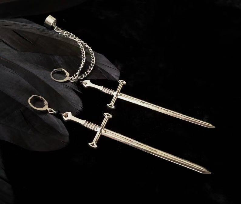 Запонки для ушей с цепочками, кинжал, панк, готика, крутые, черные хрустальные серьги с мечом, посеребренные, готические ювелирные изделия, серьги вампира