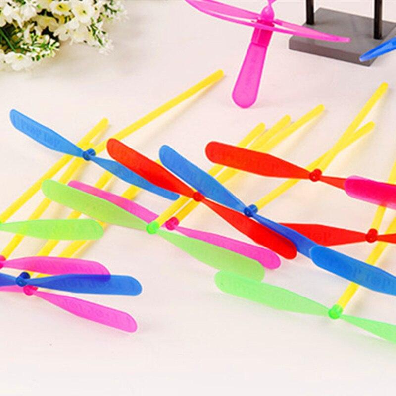 20 unids/lote Flying Girl Whirl Boy surtido Mini pequeño helicóptero al aire libre regalos de hadas juguetes para niños libélula al por mayor Bambú