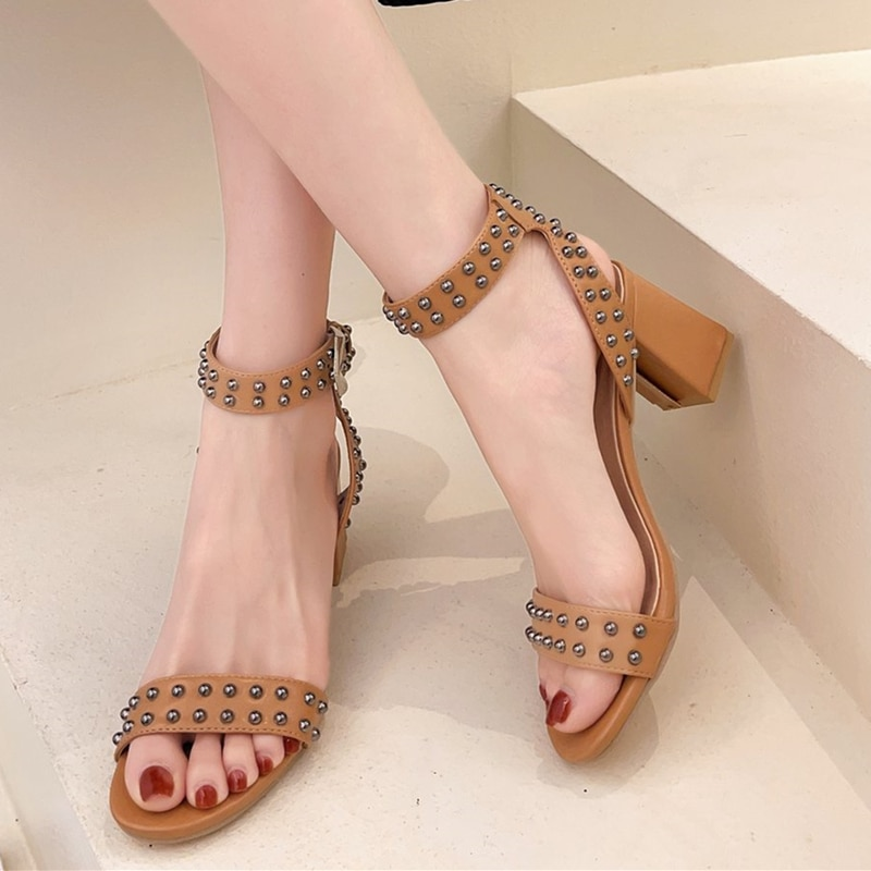 High-heeled shoes New women's sandals in summer 2021 Thick heel rivet Straight buckle European and American style Open toe shoes
